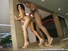 Dirty whore crazy about black dicks acquires a good facial