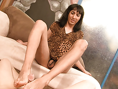 Eric Jover in a foot obsession clip with unnatural girls Kida Johana