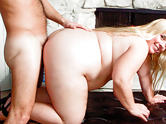 Cassie relieves her friend's by giving him the full service!