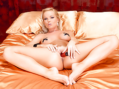 Silvia strips off her leather outfit and masturbates for you