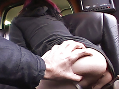 Joanna talks to limo driver while showing arse to the camera.