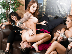 Juelz Ventura face sits on her bf in front of her companions