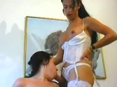 Sexy tranny in threesome