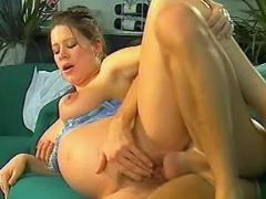 Guy drills pussy of pregnant girl