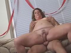 Furious portly girl fucking with boyfriend on sofa