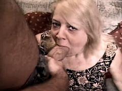 Aged mom plays w dildo n sucks cock