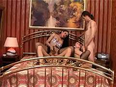 TS fucks w vixen n men in oral orgy