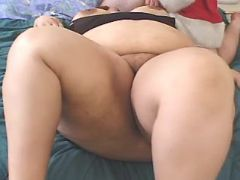 Fullbodied lady sucks strong cock