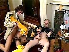 Hairy citie in threesome