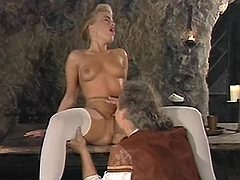 Blonde gets full pleasure