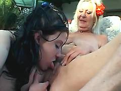 Teen licks maturies pussy