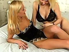 Two lezzies get horny
