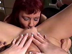 Lesbo mature licks pussy