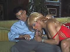 Ebony tranny seduces guy